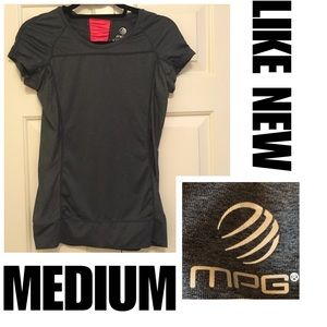 2️⃣for💲2️⃣0️⃣Sz M MPG Workout Top